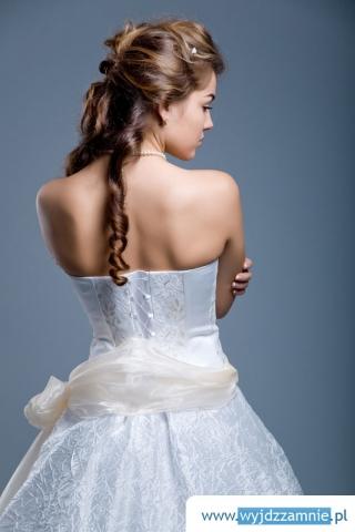 укладка на длинные волосы. может...  Свадебный наряд опять победил и отобрал право на первенство, ведь прежде чем...